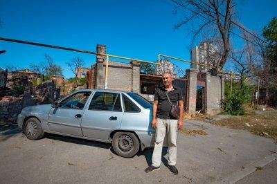 «Это мой дом и работа одновременно»: погорелец с Театрального спуска полгода живет в автомобиле