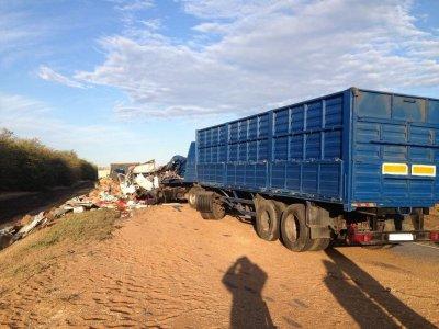 В Ростовской области в столкновении трех грузовиков погибли люди