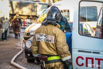 В Ростове на Западном сгорели автомобиль и гараж