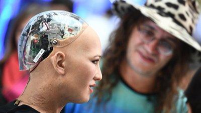 Робот София рассказала украинскому премьеру, что она знает об Украине