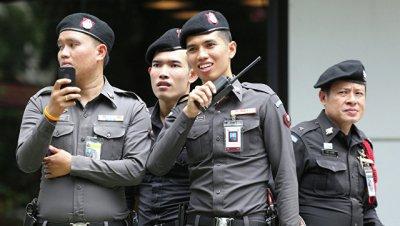 В Таиланде заключенные в кандалах сбежали из суда