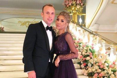 Имущество и счета футболиста Дениса Глушакова арестовали из-за развода
