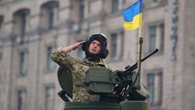 Во Львове прошел марш украинских военных и техники