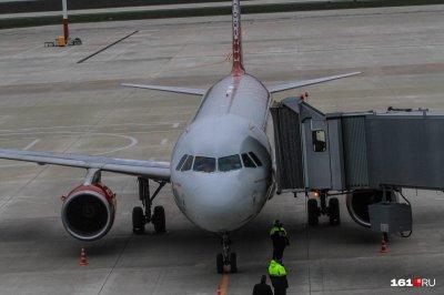В аэропорту Платов мужчину задержали за курение в самолете
