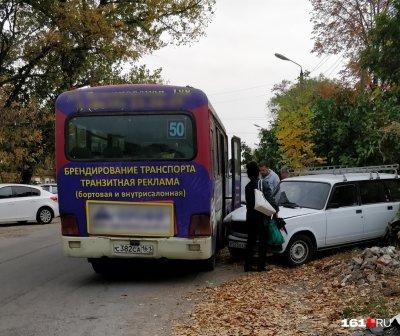 В Новочеркасске маршрутка протаранила три автомобиля