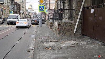 Дождь «размыл» плитку на улице Станиславского
