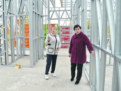 В Белокалитвинском районе полным ходом идет строительство сборного сооружения.