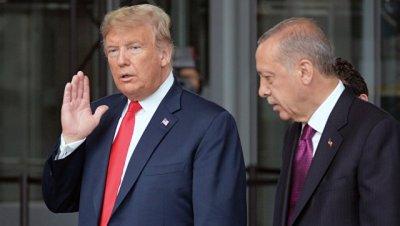 Эрдоган и Трамп обсудили по телефону ситуацию в Сирии, сообщил источник