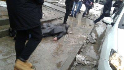В Ростове возле «Шайбы» умер мужчина