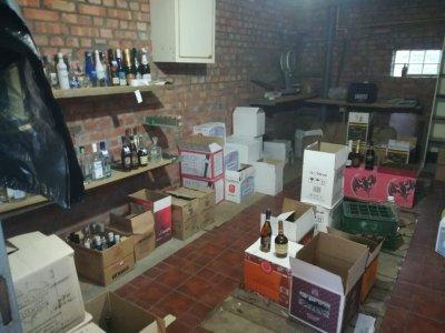 Спирт и тысячи бутылок с водкой: в Ростовской области обнаружили нелегальный алкогольный цех