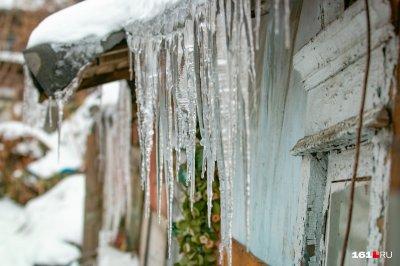 Выбить деньги изо льда: что делать ростовскому водителю, если сосулька разбила автомобиль