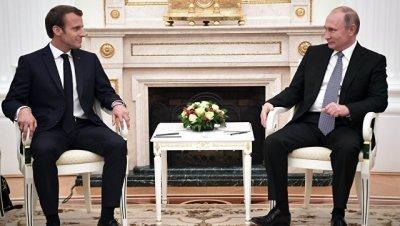 Ушаков назвал темы переговоров Путина и Макрона в Аргентине