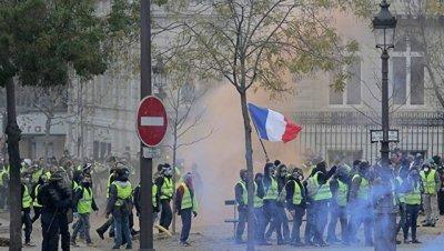 В Париже в ходе протестов пострадали по меньшей мере 65 человек
