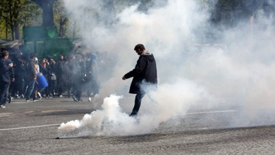 Во Франции протестующие школьники заблокировали около сотни лицеев