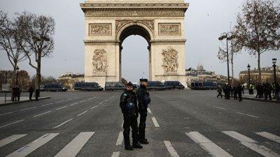 В Париже полиция перекрыла доступ к Елисейскому дворцу