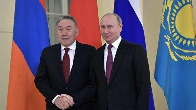 Путин поздравил лидера Казахстана с Днем независимости