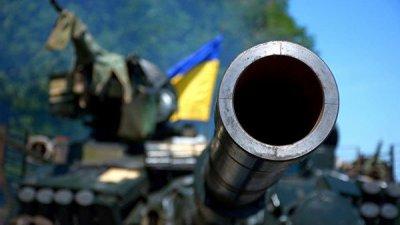 Украинские силовики перебросили в Донбасс 60 танков и БМП, заявили в ДНР
