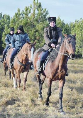 В Белой Калитве дежурит конный взвод