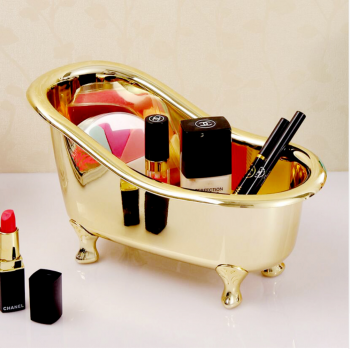 Шкатулка в виде ванны золотого цвета