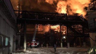 На Украине потушили пожар на нефтехимическом заводе