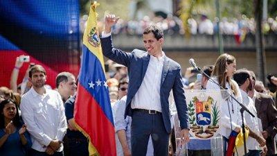 Гуаидо вслед за Мадуро обратился за помощью к папе Римскому