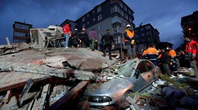 Эрдоган посетил место обрушения жилого дома в Стамбуле