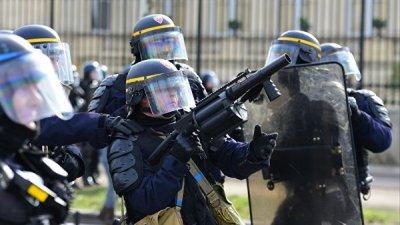 В Париже полицейские применили слезоточивый газ на акции
