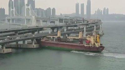 Капитан врезавшегося в мост в Пусане российского судна был пьян