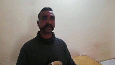 Пакистан пообещал освободить пилота сбитого самолета ВВС Индии