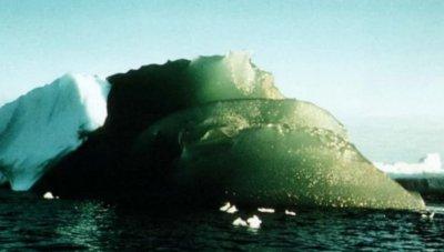 Ученые выяснили, из чего состоят и для чего нужны зеленые айсберги