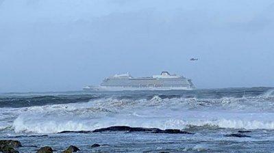 Посольство уточнило число россиян на потерявшем ход в Норвегии лайнере