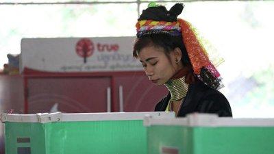 В Таиланде избирателям запретили делать селфи во время голосования