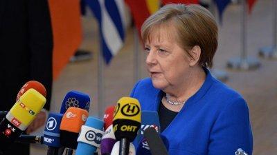 Меркель призвала скорее вернуться к переговорам в Ливии