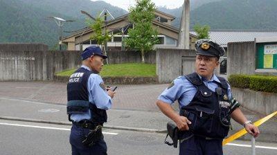 В Японии арестовали мужчину, который якобы оставил ножи на парте принца