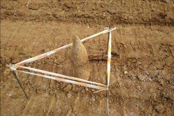 в Белой Калитве на улице Колхозной при проведении земляных работ обнаружен артиллерийский снаряд времен ВОВ