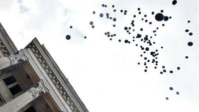 В Одессе запустили сотни воздушных шаров в память о погибших