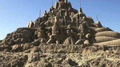 Песочные скульптуры Пресли и Beatles воздвигли на фестивале в Южной Корее