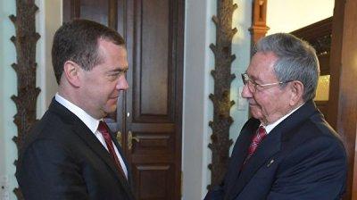 Медведев отметил вклад Рауля Кастро в укрепление отношений России и Кубы