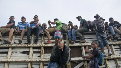 Мексика заблокировала счета, связанные с караванами мигрантов