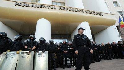 Полиция Молдавии усилила охрану возле госучреждений и диппредставительств