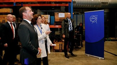 Медведев посетил ЦЕРН и осмотрел Большой адронный коллайдер