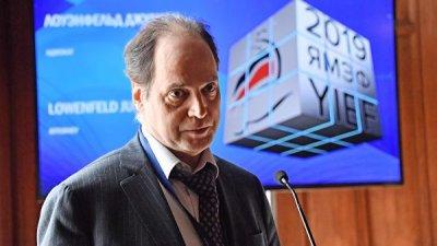 Путин дал российское гражданство американскому пушкинисту Лоуэнфельду
