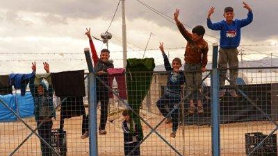 В Сирию за сутки вернулись почти 1,5 тысячи беженцев