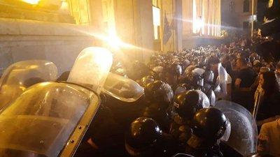 В Тбилиси студенты отказались участвовать в акции оппозиции у парламента