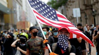 Полиция Гонконга задержала 82 человека во время протестов