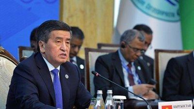 Жээнбеков обвинил Атамбаева в грубом нарушении Конституции Киргизии