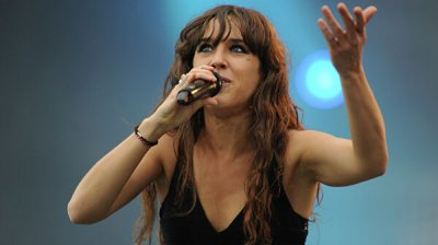 Французская певица ZAZ призвала россиянок покупать меньше косметики