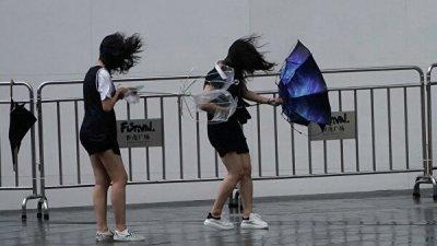 Число жертв супертайфуна в Китае увеличилось до 18