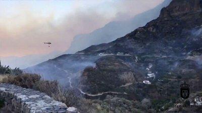 Пожарные не могут взять под контроль пожар на Гран-Канарии
