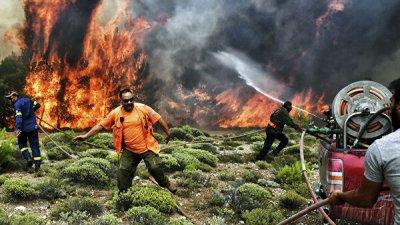 Премьер Греции прервал отпуск из-за пожаров
